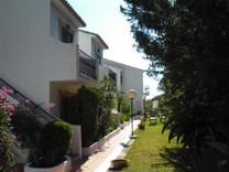 Трехкомнатные апартаменты с видом на море в Бенальмадене