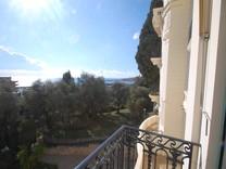 Трехкомнатная квартира с видом на море в Ментоне