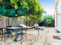 Трёхкомнатная квартира с большим садом в Каннах