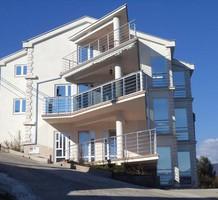 Вместительные апартаменты с 2 спальнями на первой линии в Крашичи, продажа. №17049. ЭстейтСервис.