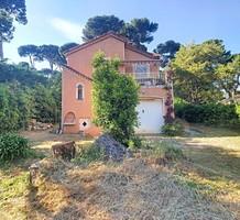 Редкий дом в ста метрах от моря на мысе Антиб, продажа. №39832. ЭстейтСервис.