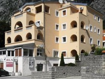 Трехкомнатная квартира рядом с морем в Доброте