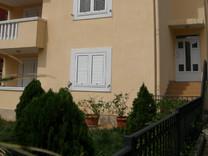 Двухкомнатная квартира с видом на море в Петроваце
