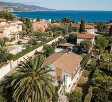 Вилла с бассейном в Roquebrune Cap Martin, продажа. №35347. ЭстейтСервис.