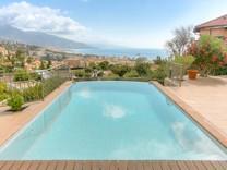 Вилла с бассейном и видом на море в Roquebrune-Cap-Martin
