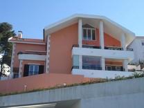 Двухуровневые апартаменты в Эшториле