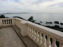 Просторная квартира с видом на море и Кап д'Антиб
